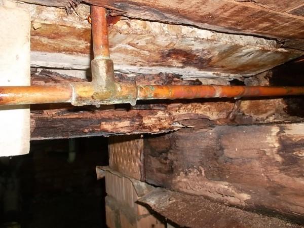Leakage-into-the-subfloor-area